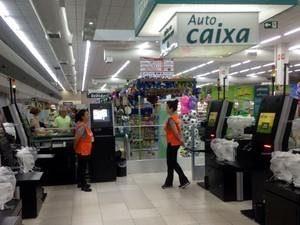 Supermercado de Campinas adota caixa com autoatendimento
